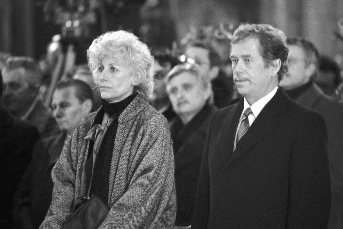 Olga Havlová a Václav Havel při volbě prezidenta ČSSR