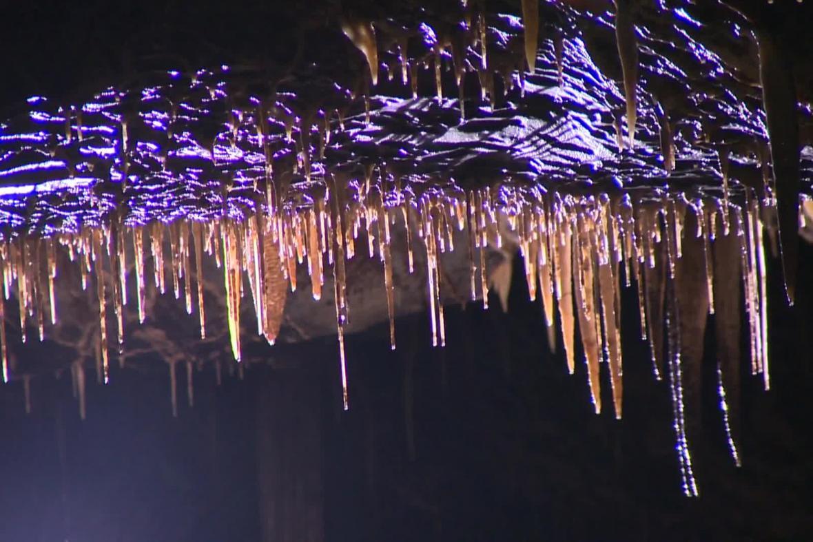 Jeskyně má i krápníkovou výzdobu