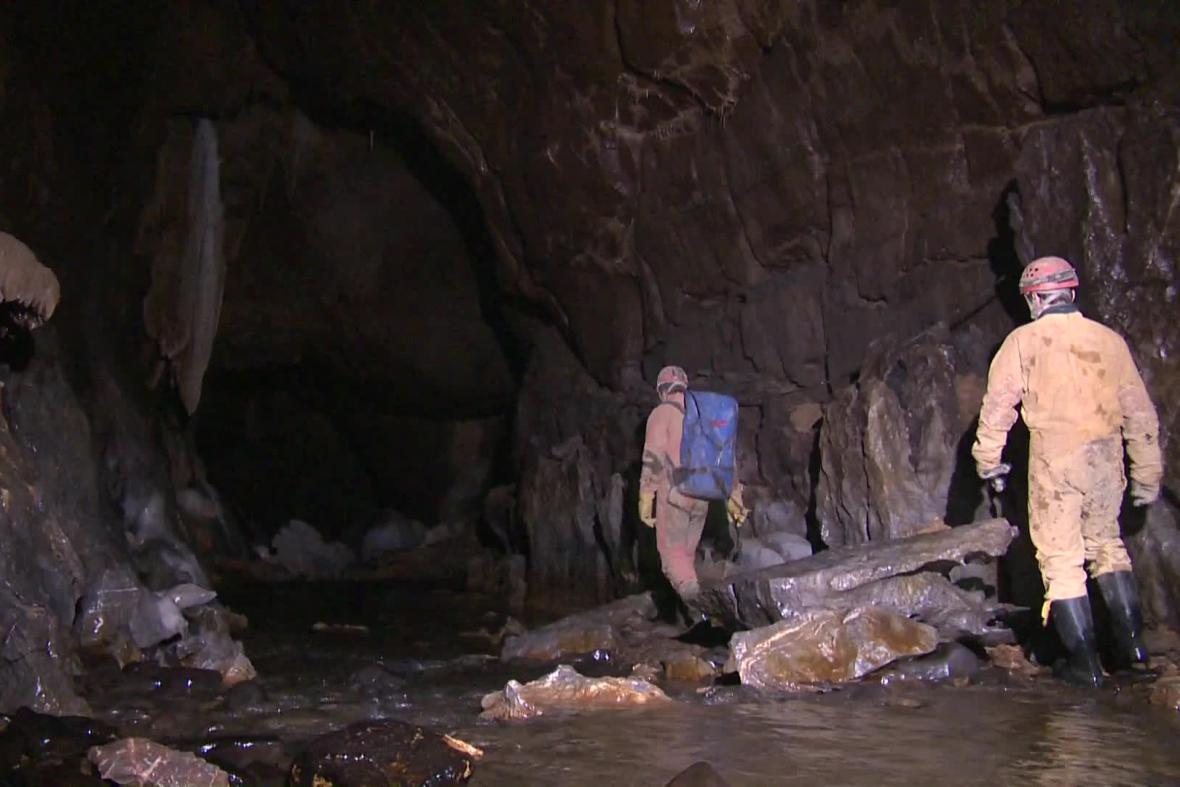 Jeskyně je dlouhá kilometr a půl