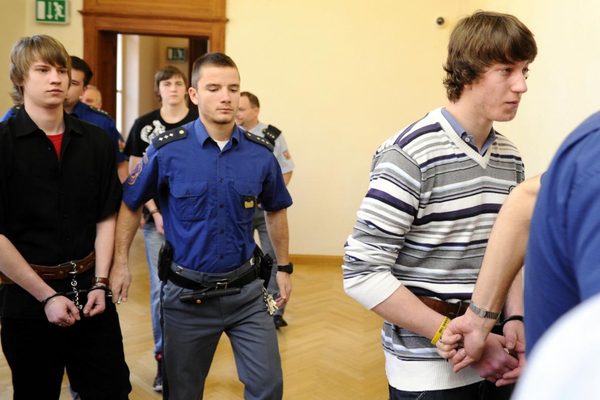Trojice obžalovaná z vraždy mladé dívky
