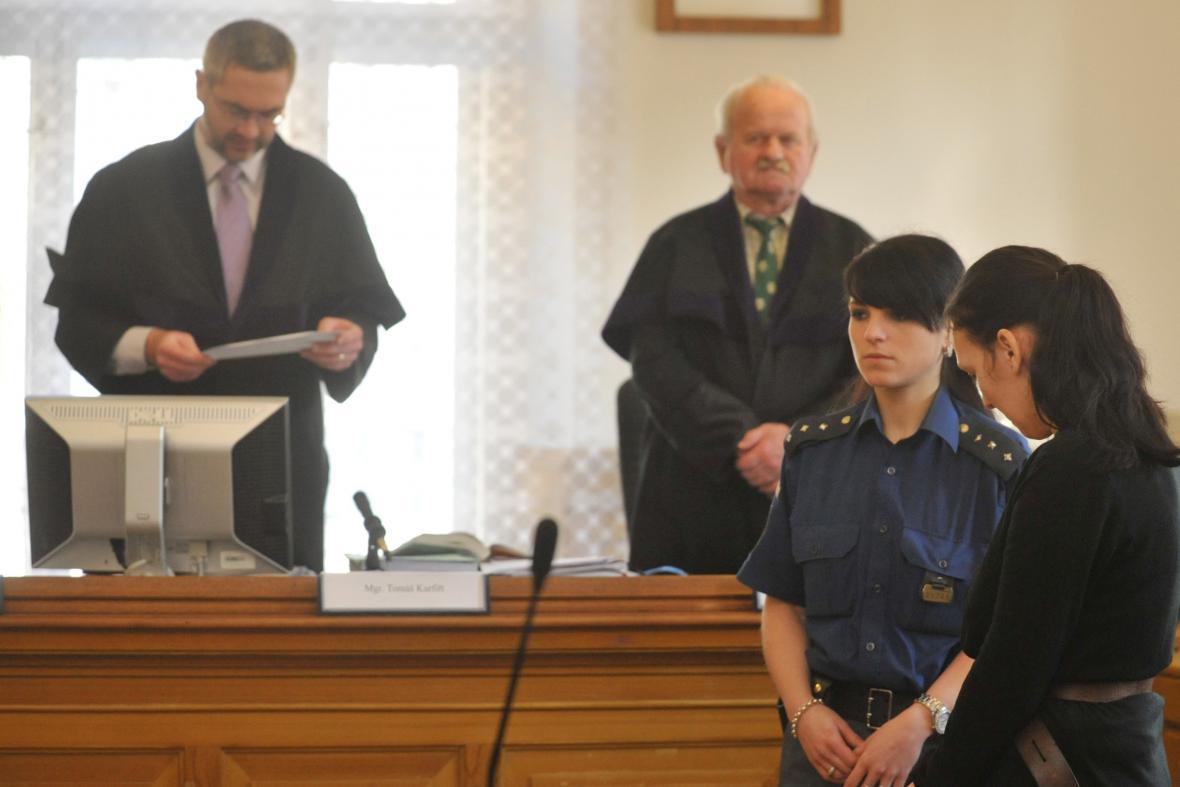 Odsouzená žena z Vlasatic (vpravo)