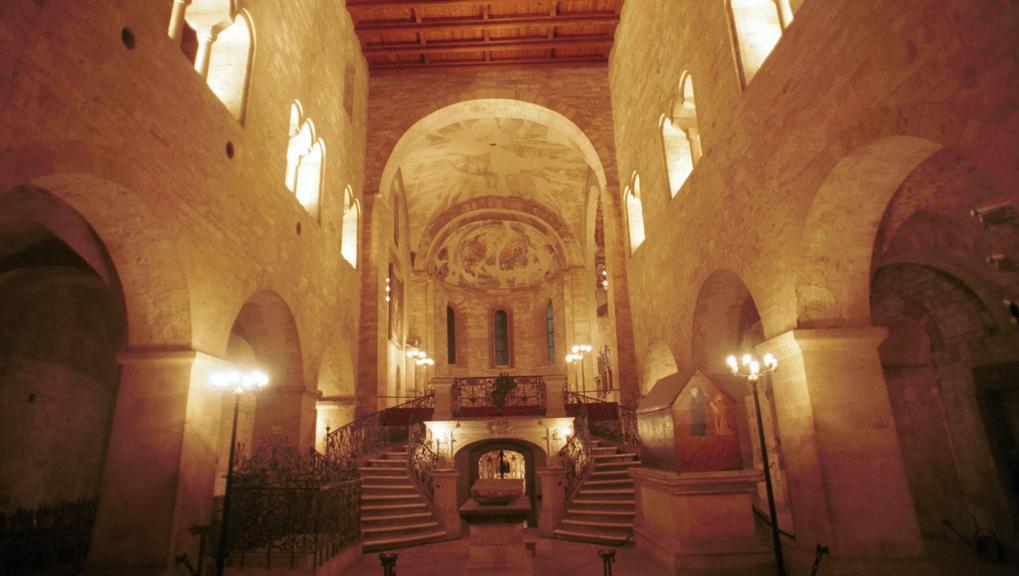 Interiér baziliky sv. Jiří