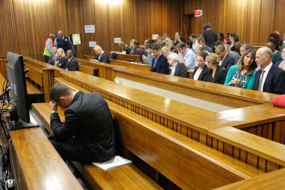 Oscar Pistorius se u soudu zhroutil