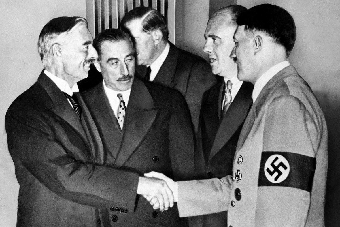 Výsledek obrázku pro olser foto mnichovská dohoda chamberlain
