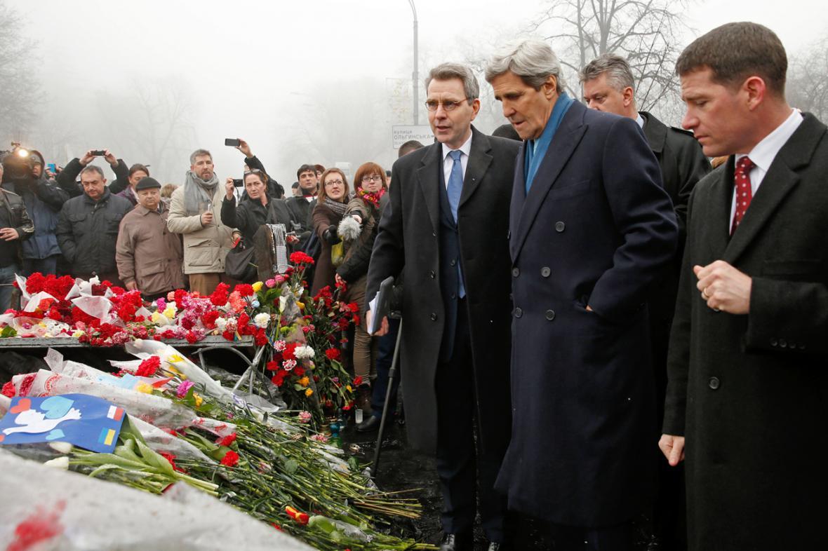 John Kerry na krátké návštěvě Ukrajiny
