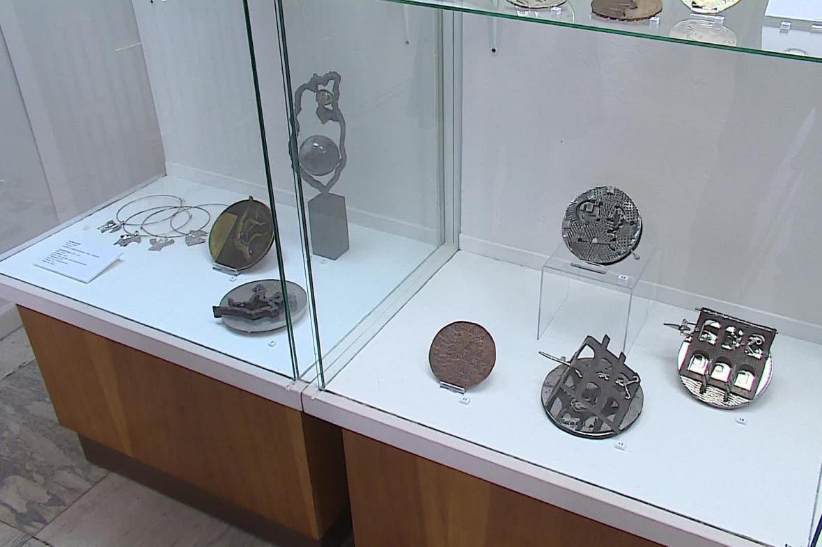 Výstava klasických i současných medailí