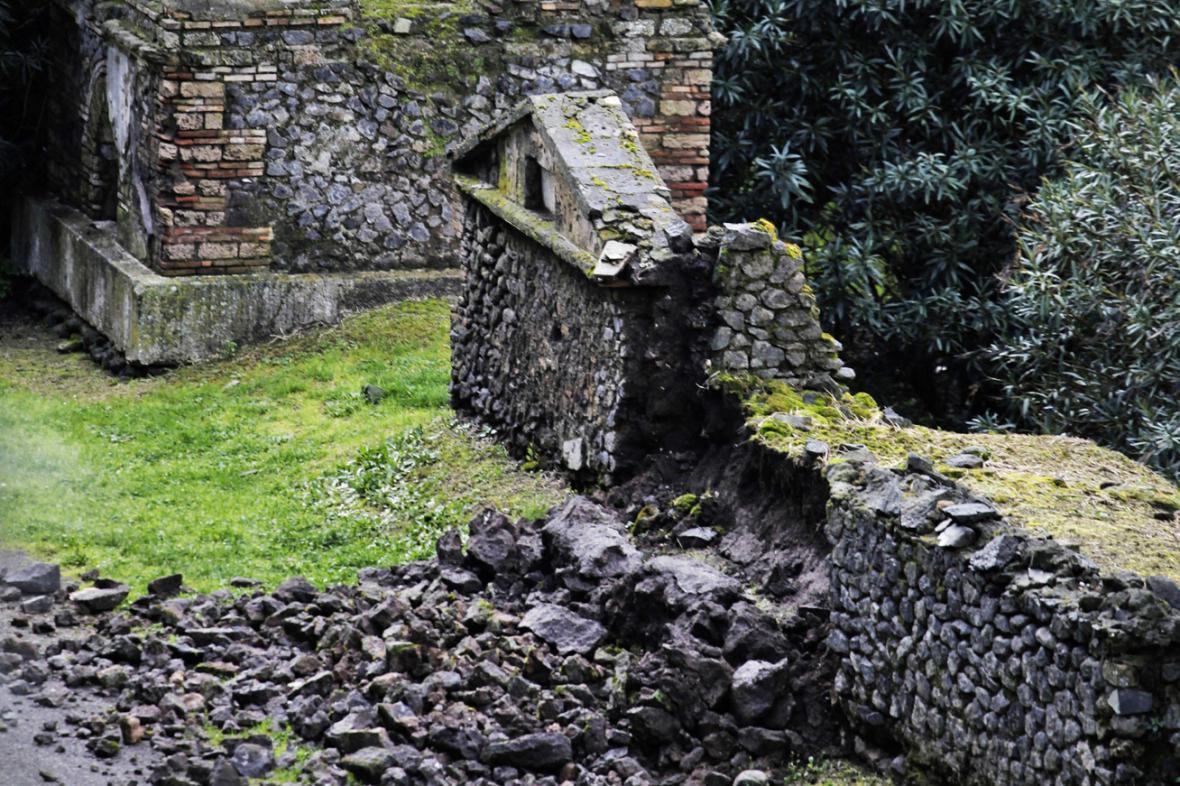Škody na památkách v Pompejích