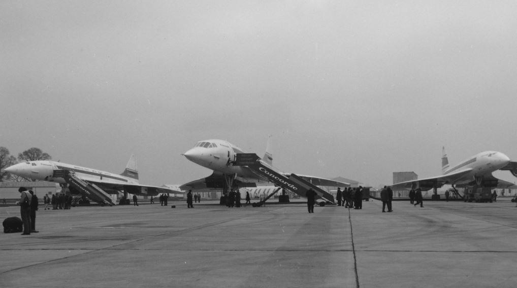 Concorde - vlevo první prototyp