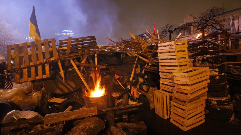 Ukrajinští demonstranti strávili další noc na ulici
