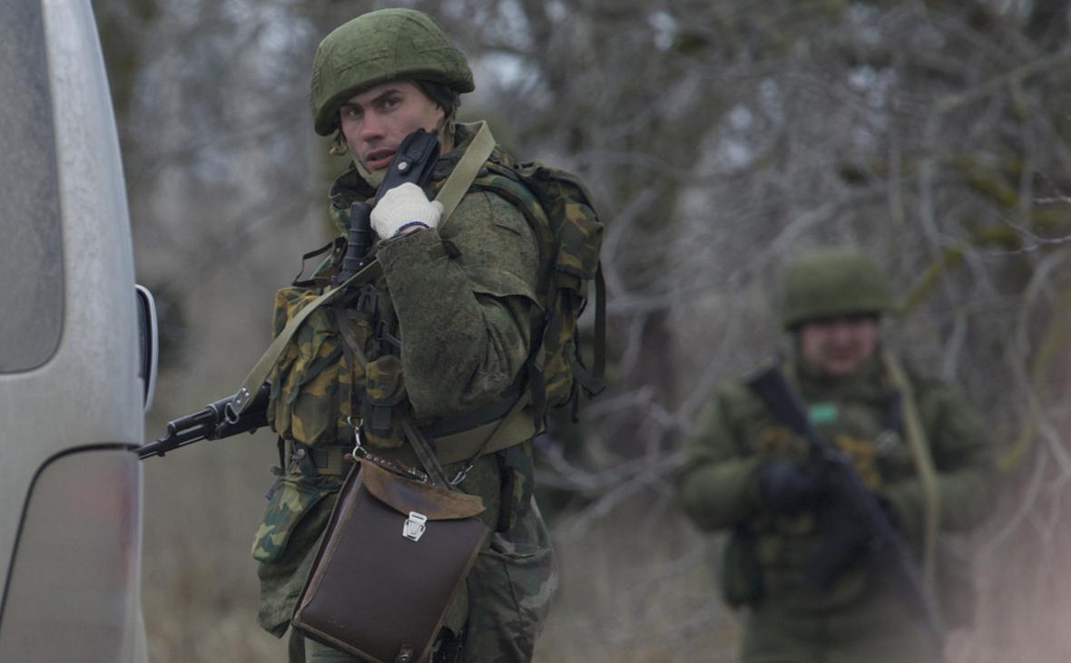 Neznámý uniformovaný ozbrojenec v Sevastopolu