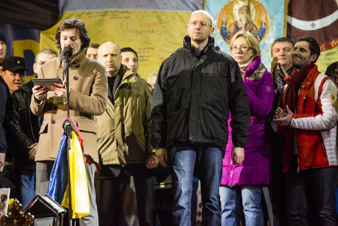 Arsenij Jaceňuk se představuje na Majdanu