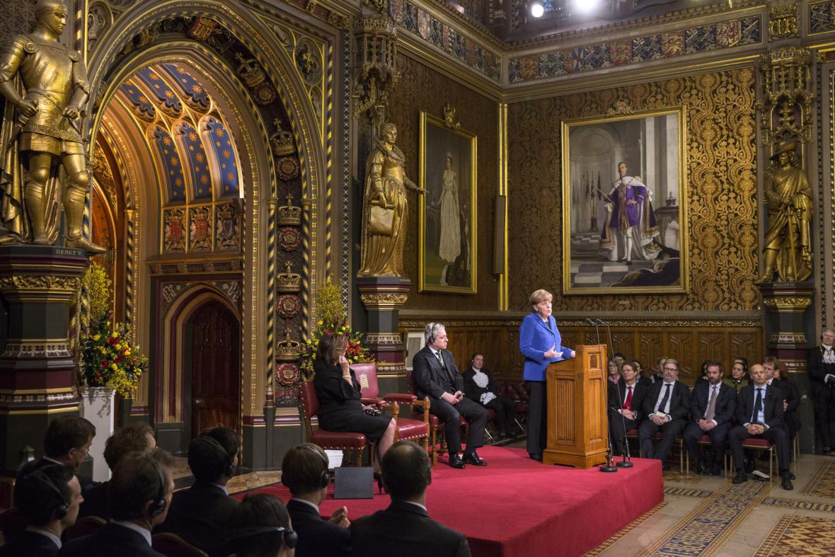 Proslov Merkelové v královské galerii britského parlamentu