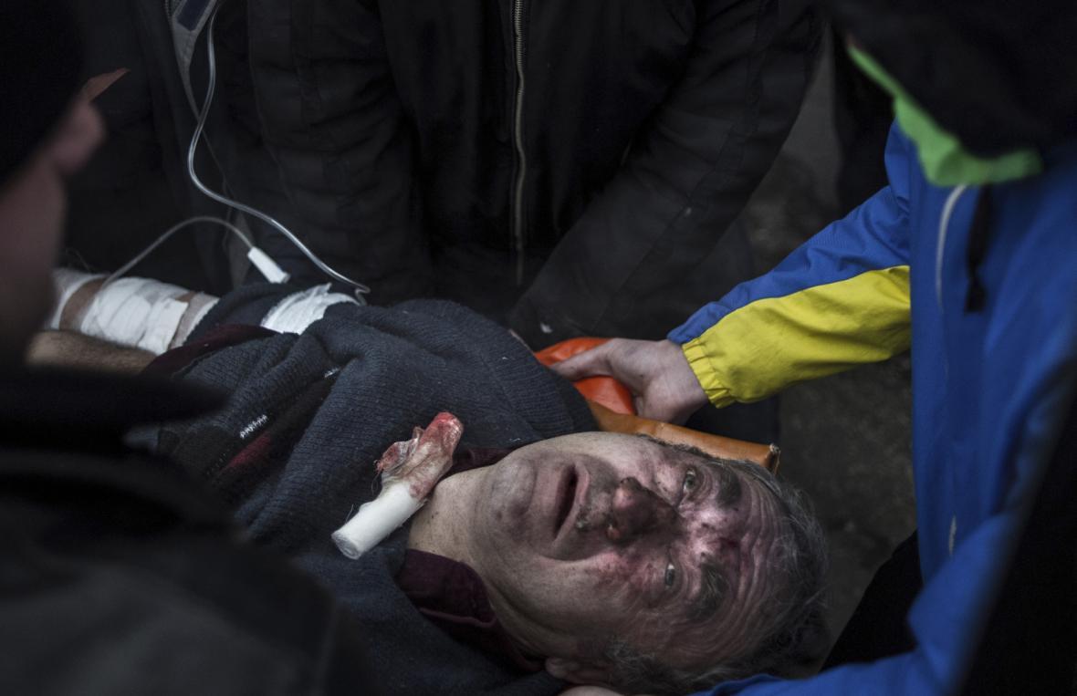 Zraněný proruský demonstrant v centru Simferopolu
