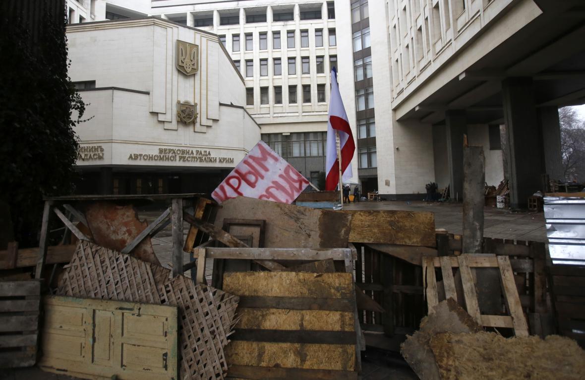Obsazení krymského parlamentu v Simferopolu ozbrojenci