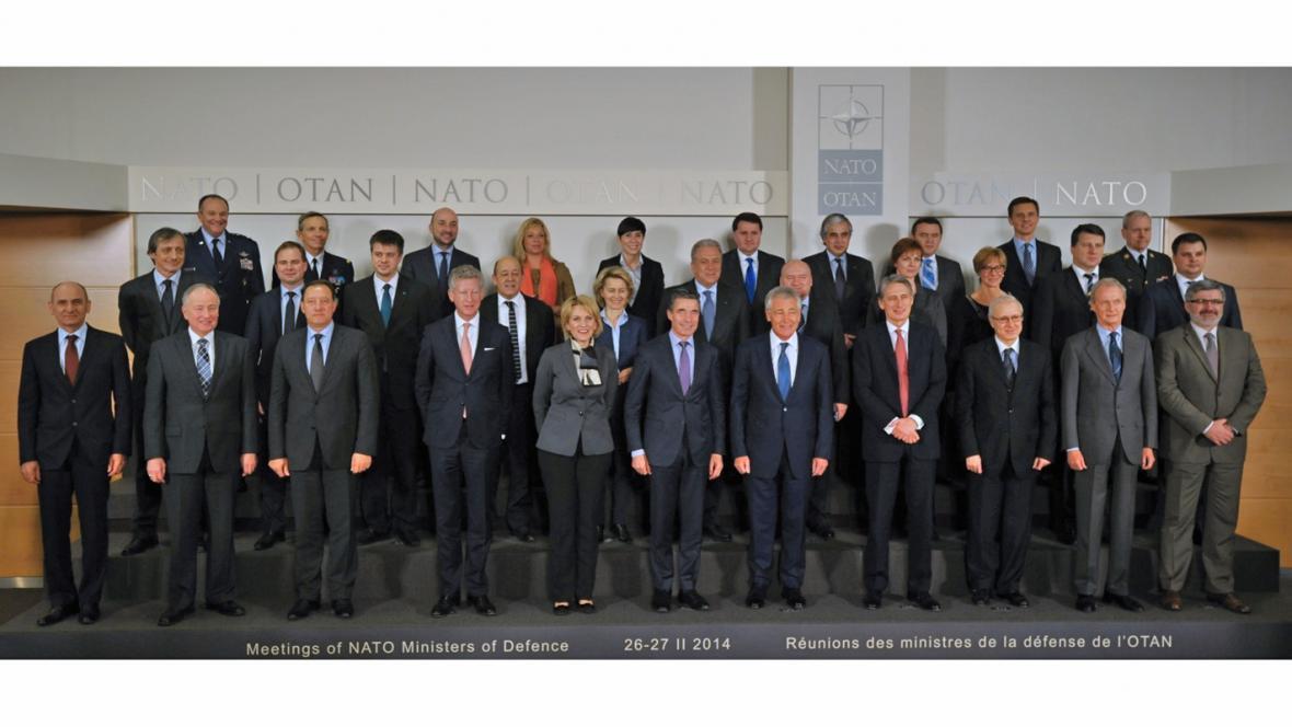 Ministři NATO na schůzce v Bruselu