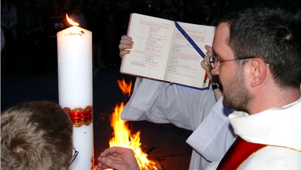Žehnání velikonočnímu ohni