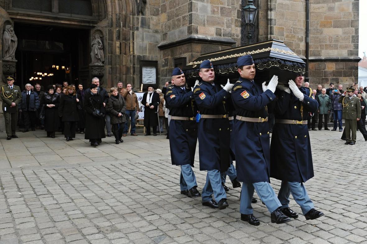 Pohřeb válečného pilota Miroslava Štandery