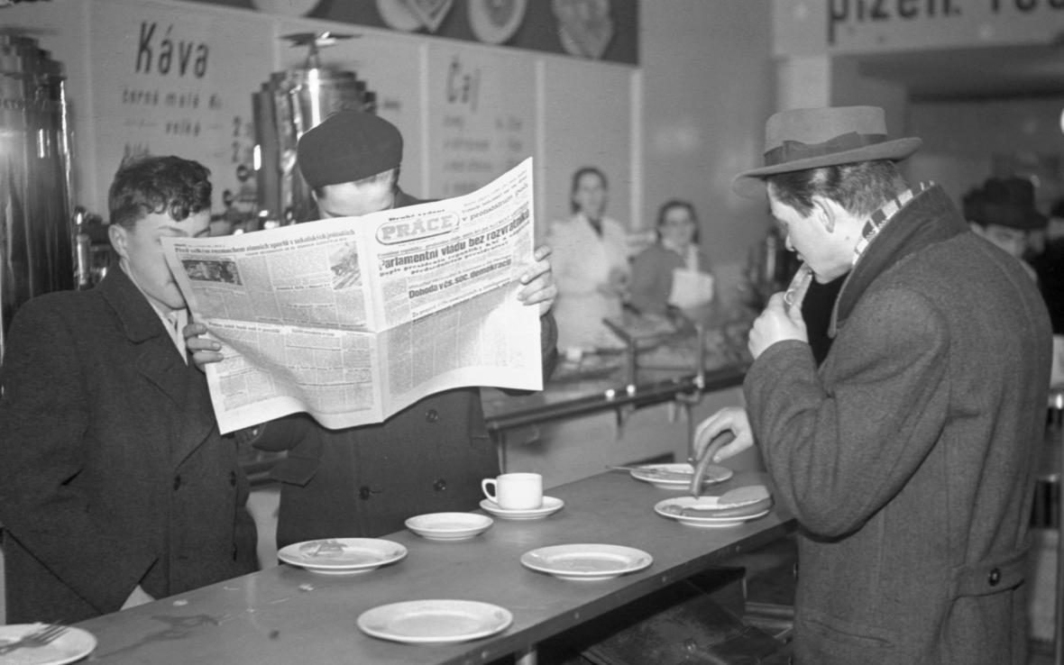 Život v únoru 1948: Denní tisk