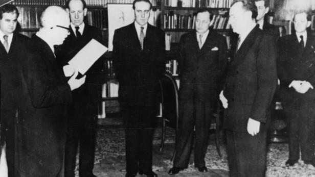 Prezident Beneš akceptuje rezignaci nekomunistických ministrů