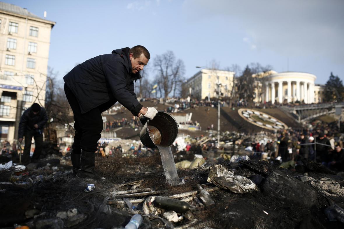 Ukrajina: Protesty na Majdanu, lidé nechtějí odejít