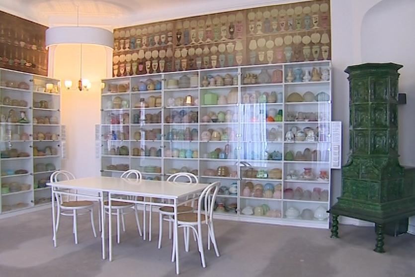 Muzeum vlastní největší sbírku osvětlovacího skla