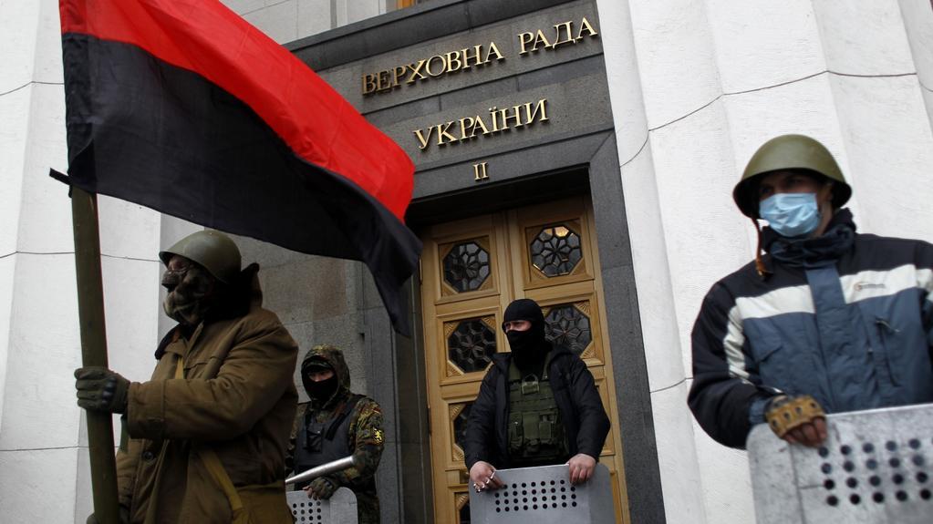 Opoziční oddíly hlídají vstup do ukrajinského parlamentu
