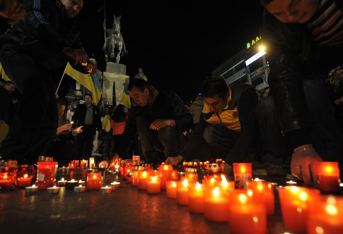 Večerní demonstrace na Václavském náměstí