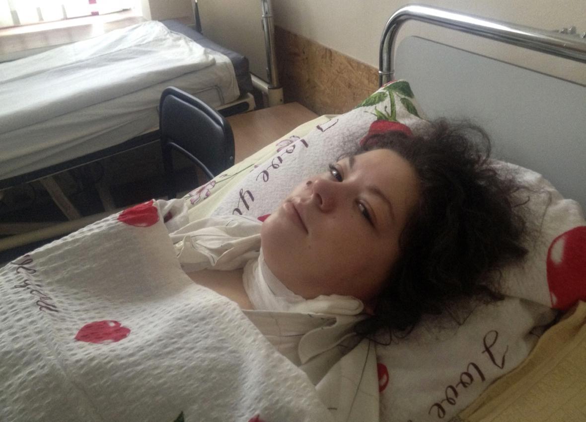 Olesja Žukovská na nemocničním lůžku