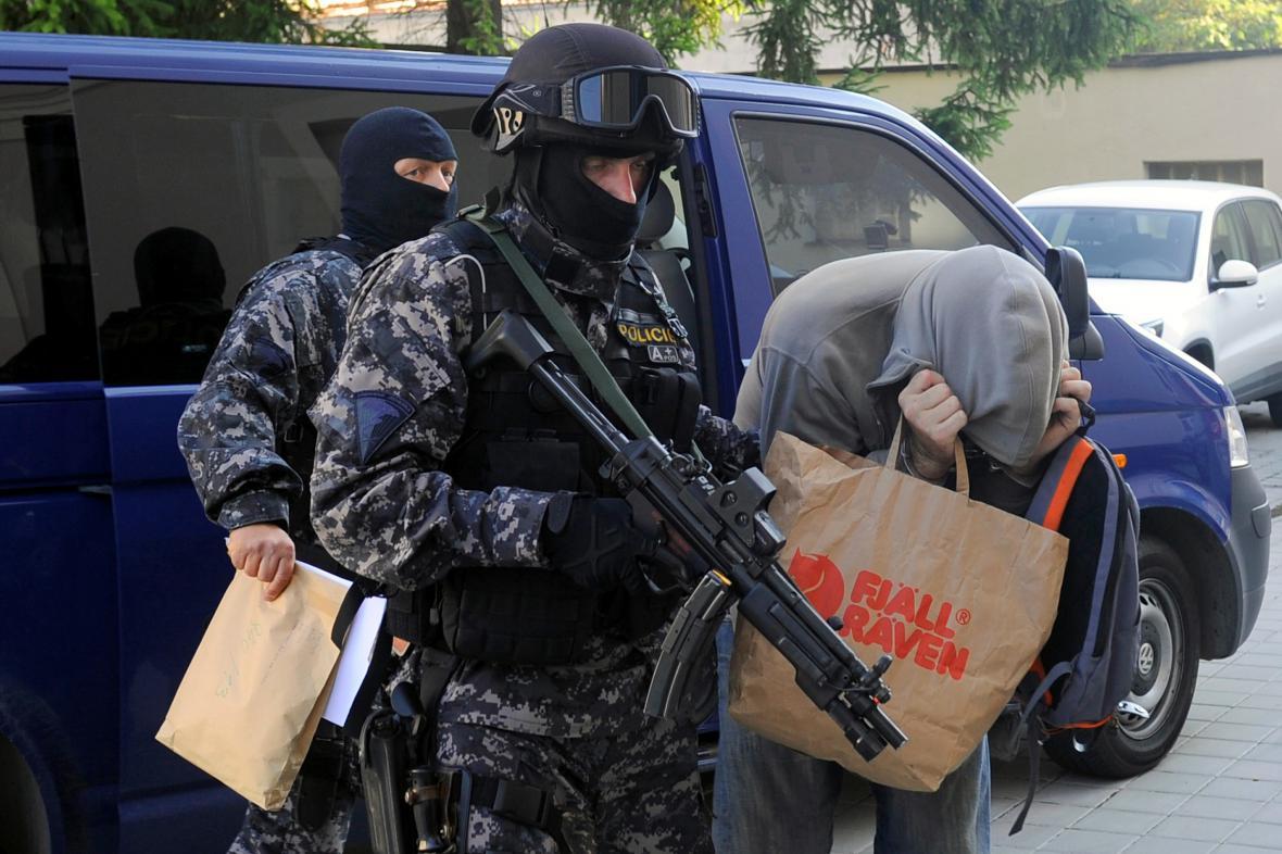 Policisté vedou Babyku k soudu