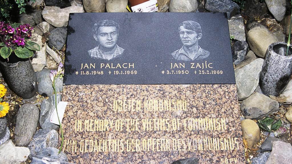 Pomník Jana Palacha a Jana Zajíce