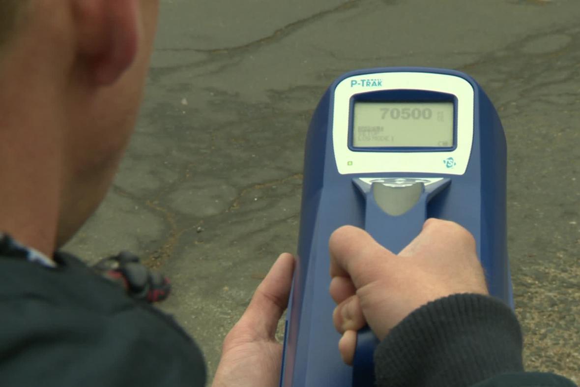 Měřicí přístroj zachytí i jemný polétavý prach