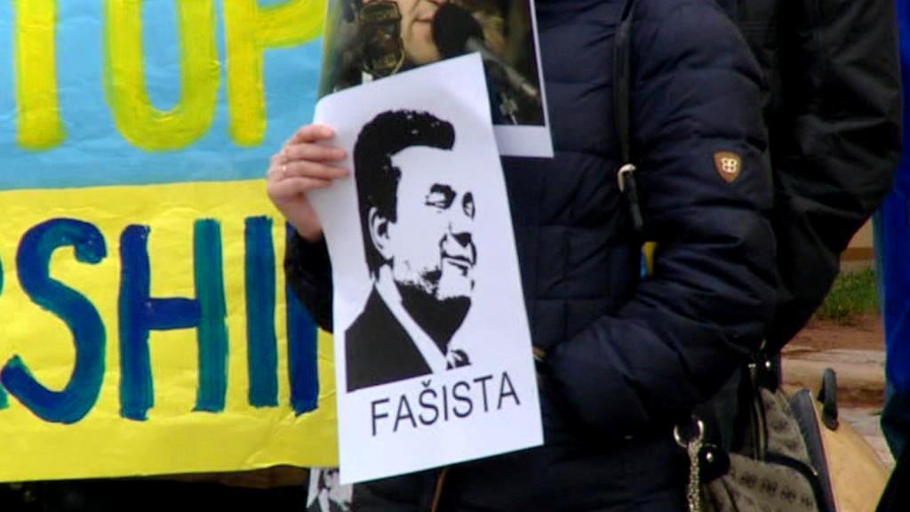 Demonstranti přišli v Praze podpořit ukrajinskou opozici