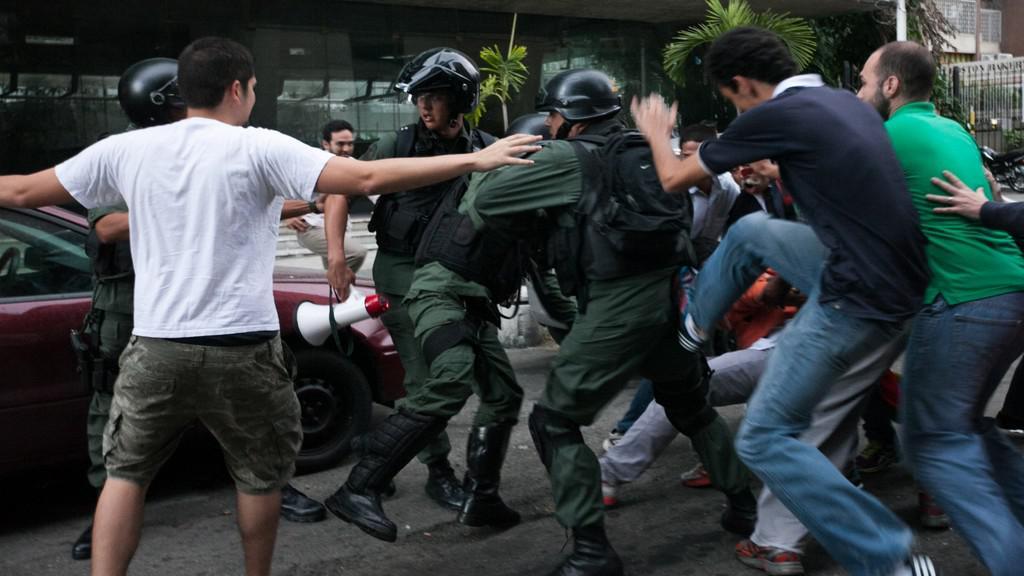 Protesty v Caracasu