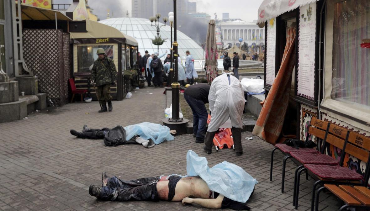 Oběti pouličních bojů v centru Kyjeva