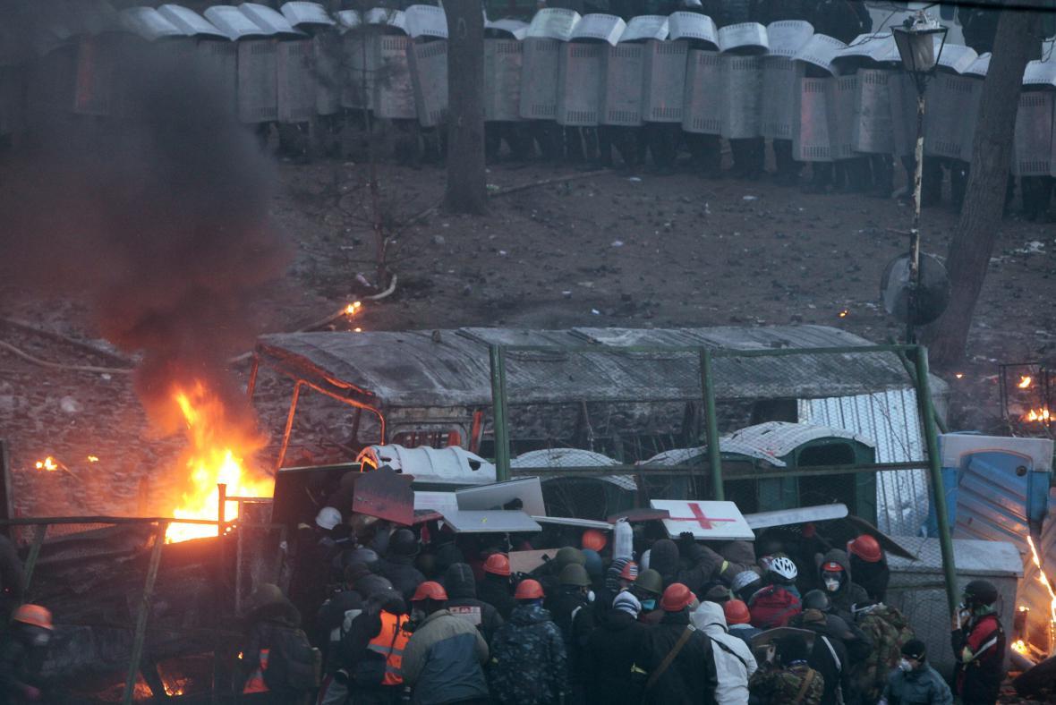 Střet demonstrantů s policií