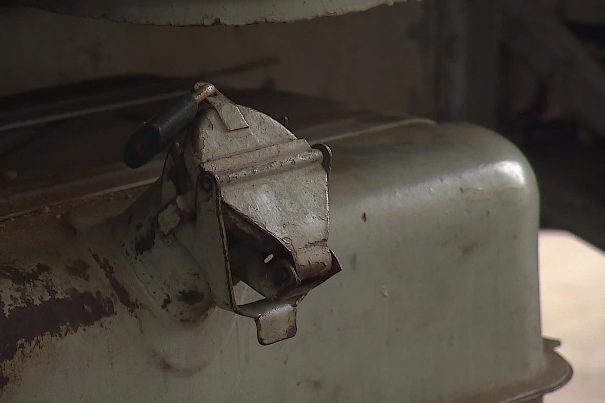 Víko nádrže na pohonné hmoty