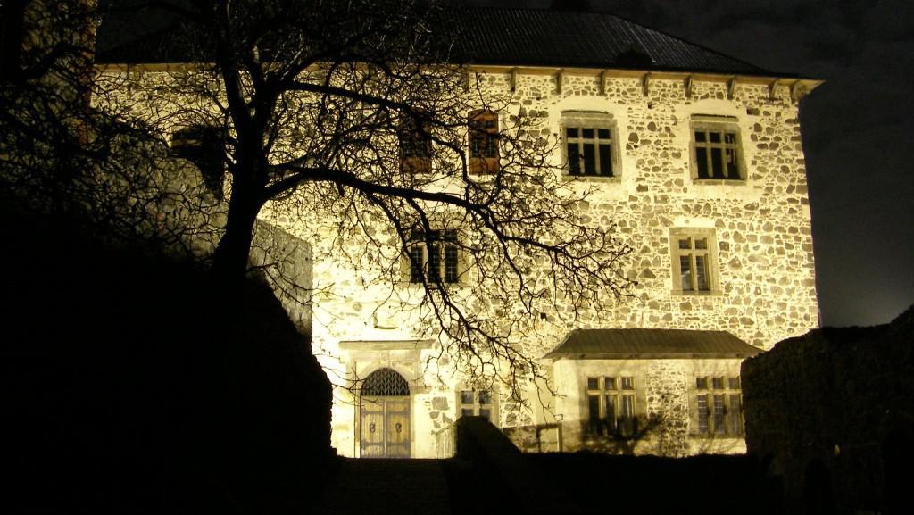 Hrad Kunětická hora v noci