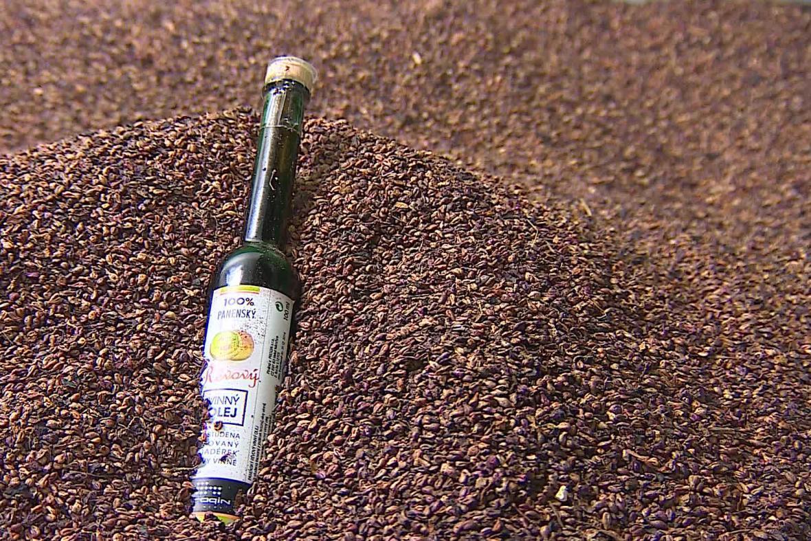 Z jadérek je možné vylisovat vinný olej