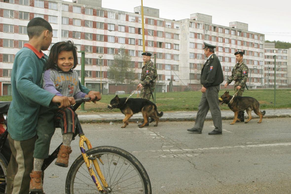 Policie na košickém sídlišti Luník IX