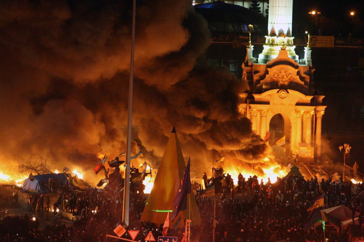 V centru Kyjeva hoří stany opozice