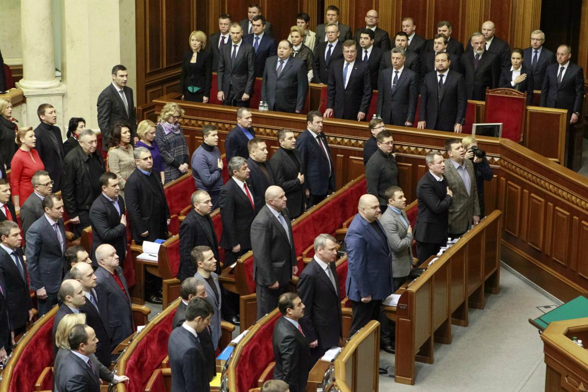 Ukrajinští poslanci pokračují v jednání o ústavní reformě