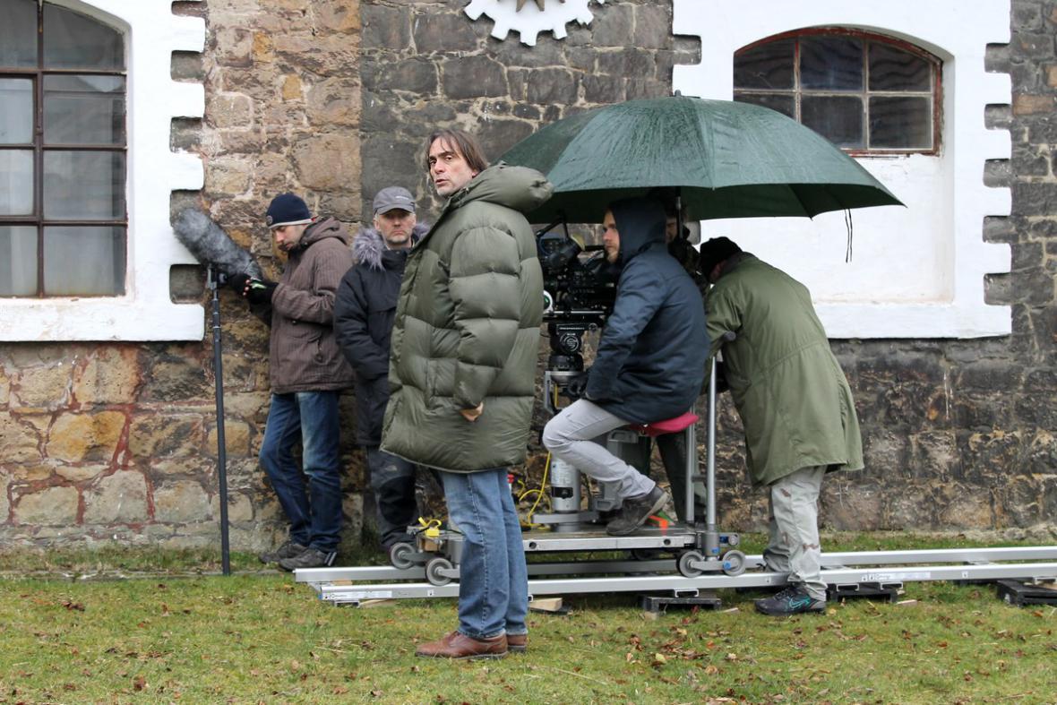 Natáčení seriálu Znamení koně II (uprostřed Milan Cieslar))