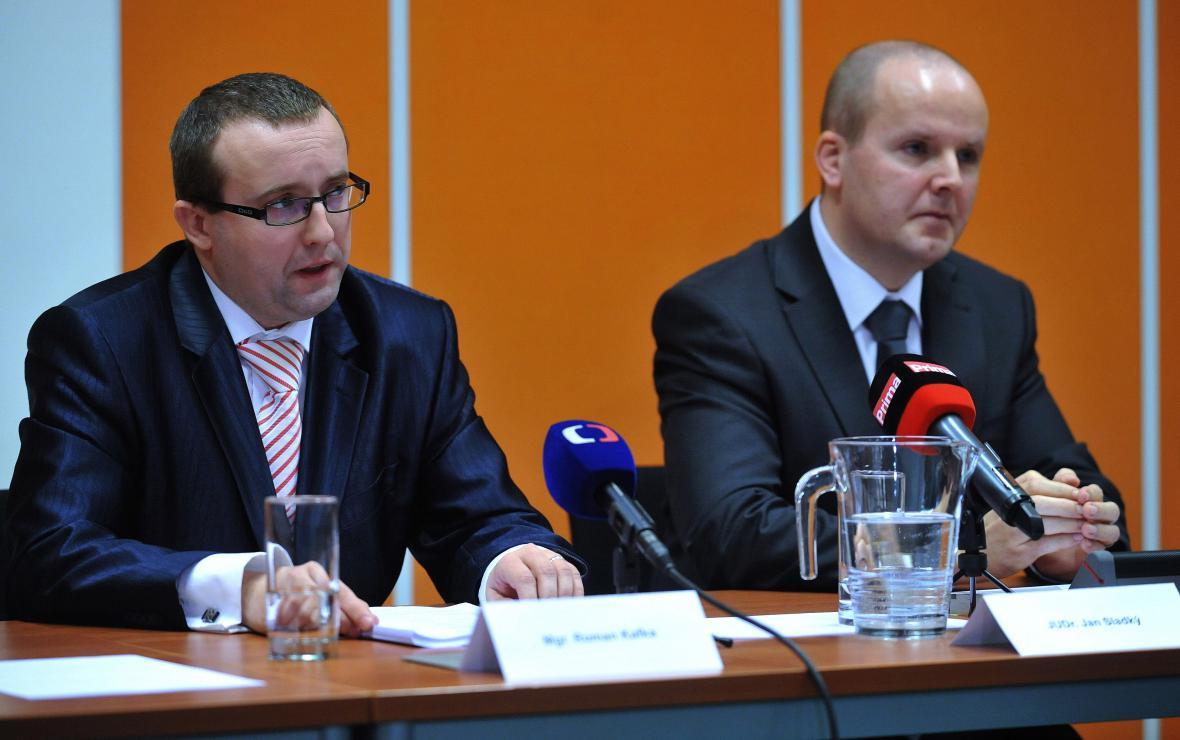 Dozorový státní zástupce Roman Kafka (vlevo) a brněnský krajský státní zástupce Jan Sladký (vpravo)