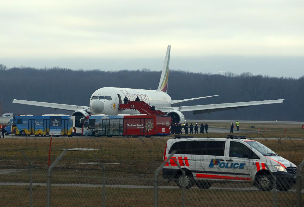 Unesené letadlo na ženevském letišti