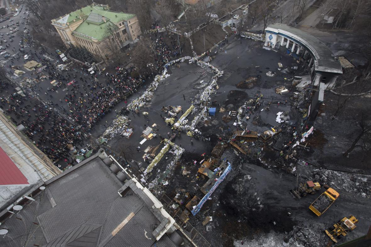 Odstraňování barikád z centra Kyjeva