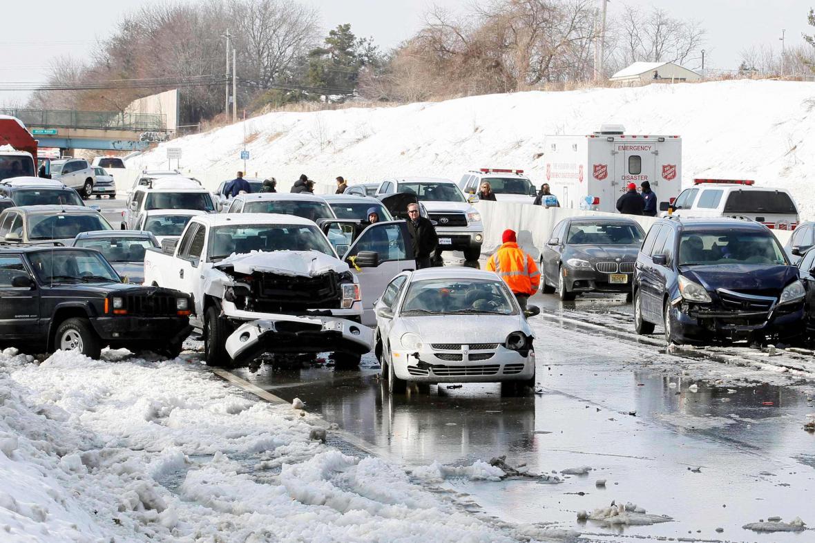 Sněžení zablokovalo dopravu na amerických dálnicích