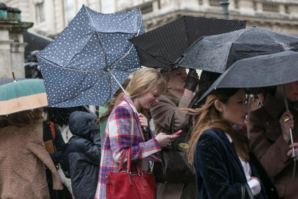 Londýňany trápil déšť i silný vítr