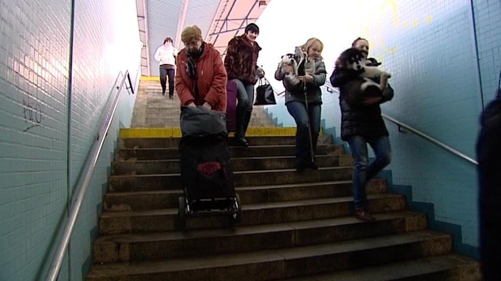 Jediná cesta do podchodu chebského nádraží