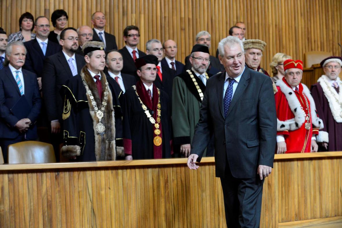 Miloš Zeman předal dekrety novým profesorům