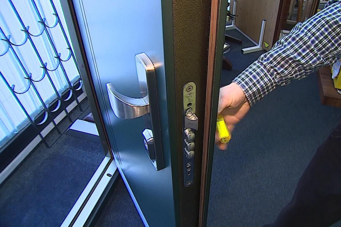 Zabezpečené dveře zloděje odradí